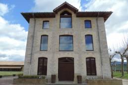 restauracion-fachada-edificio-social-bodegas-otazu-iz4-1